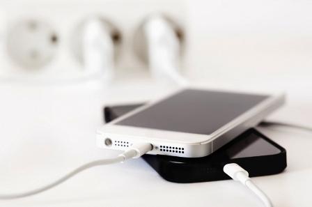 Как заряжать айфон 5s